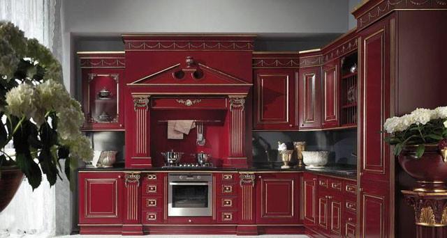 Кухня бордового цвета в классическом стиле