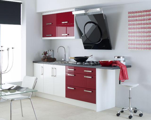 Маленькая бордово-белая кухня в стиле минимализм