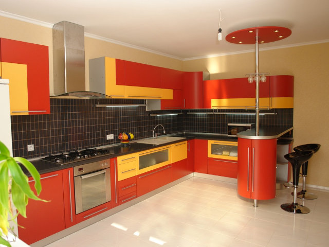 Желто-красно-черная кухня