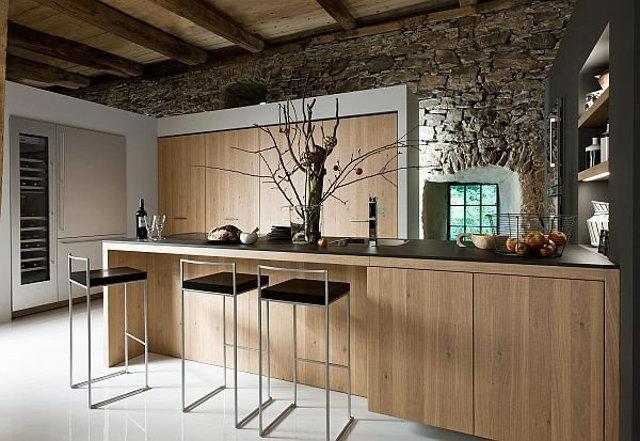 Барные стулья на кухне в стиле шале