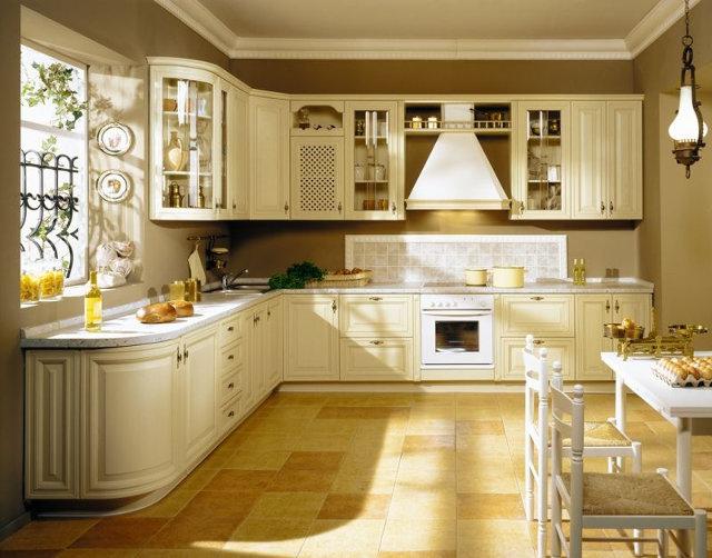Белая угловая кухня в итальянском стиле