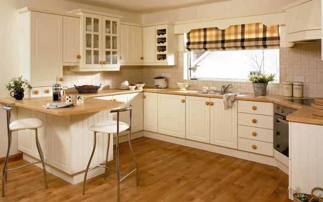 Кухни с окном посередине гарнитура