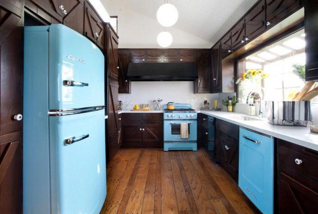 Оригинальный интерьер кухни с ретро техникой