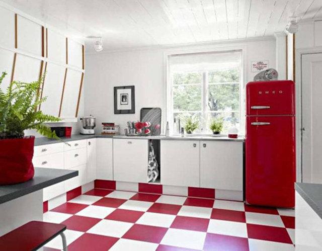 Красно-белая кухня в ретро-стиле