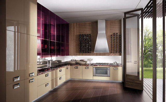 Оригинальный дизайн фиолетово-бежевой кухни