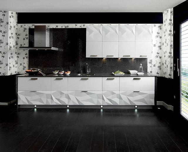 Оригинальный кухонный гарнитур черно-белого цвета