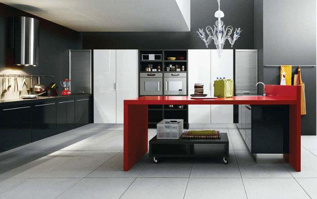 Черно-белая кухня с красным столом - очень стильное решение