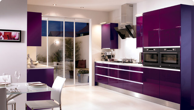 Фиолетовая кухня в современном стиле