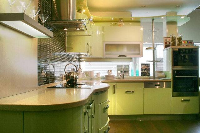 Фисташковая кухня с радиусными фасадами