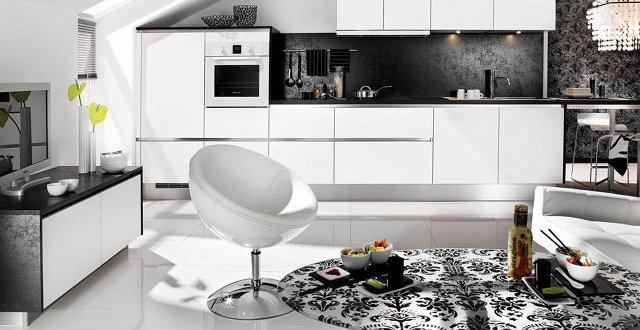 Интерьер кухни-гостиной в черно-белых тонах