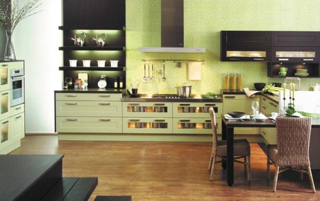 Кухня-столовая в фисташковых тонах