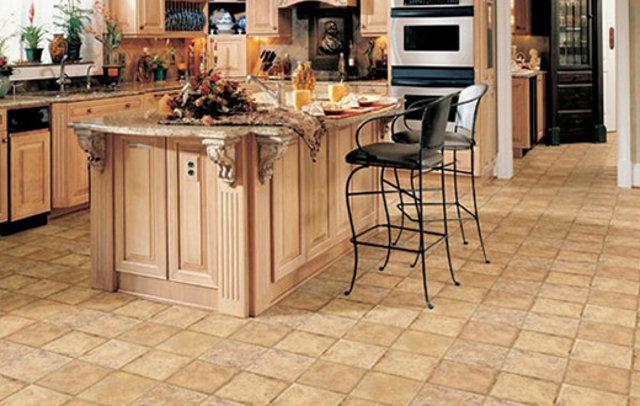 Линолеум под плитку на классической кухне