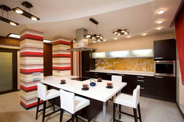 Комбинированное освещение в кухне-столовой