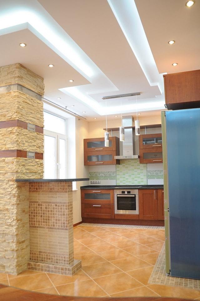 Пример декоративного освещения потолка на кухне