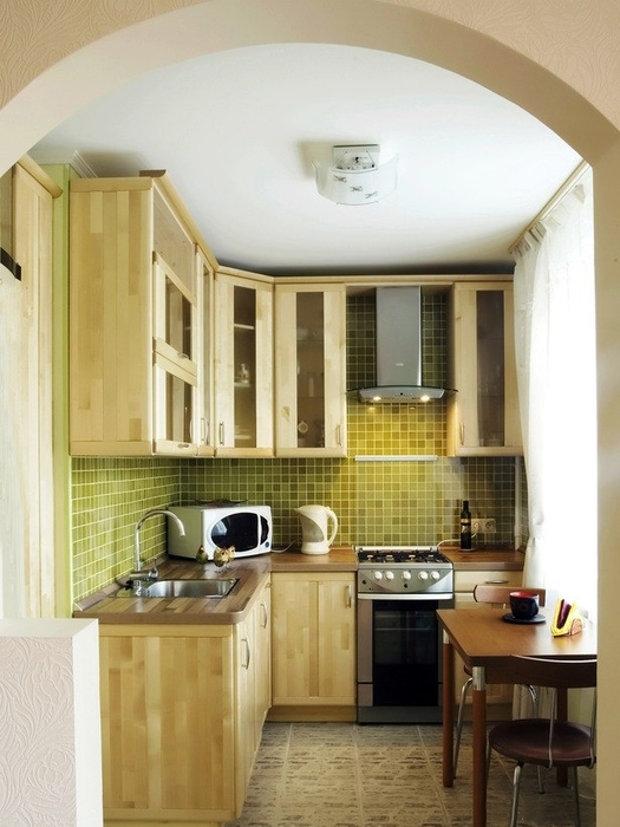 Дверь на кухню в хрущевке можно заменить на арку