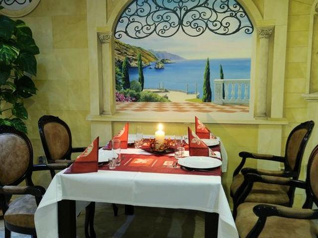 Фотообои над столом на кухне в виде окна с пейзажем