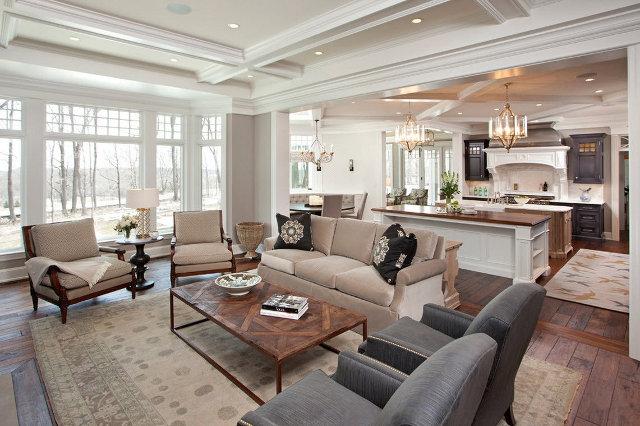 Интерьер просторной кухни-столовой-гостиной в загородном доме