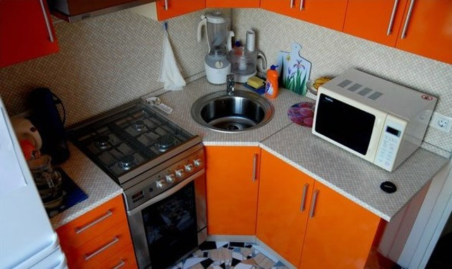 Угловая кухня в квартире-хрущевке