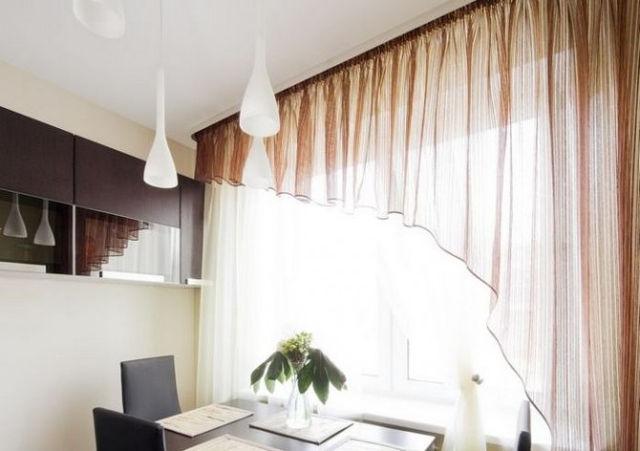 Красиво оформленные окна на кухне