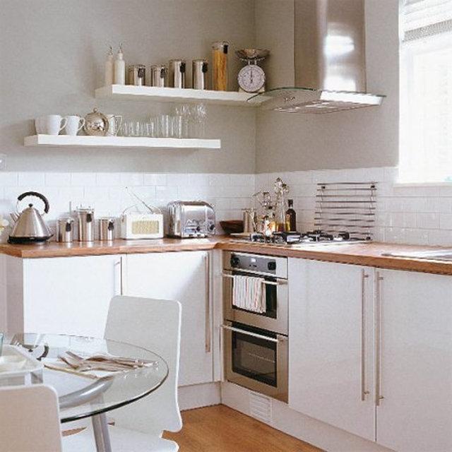 Вариант кухни с открытыми полками вместо навесных шкафов