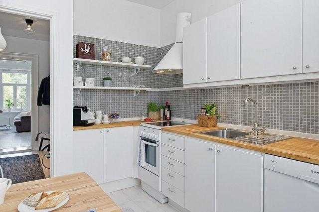Вариант оформления фартука на белой кухне