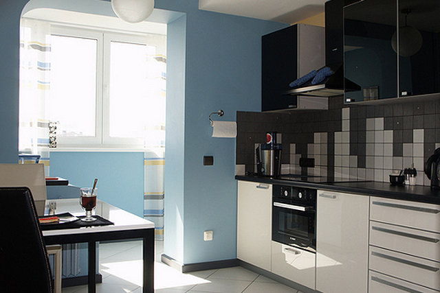 Пример интерьера кухни объединенной с лоджией