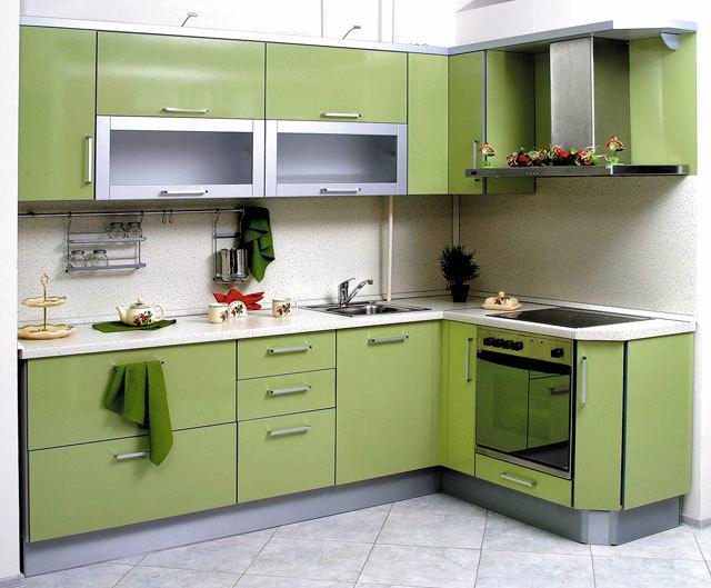 Небольшой кухонный гарнитур в современном стиле