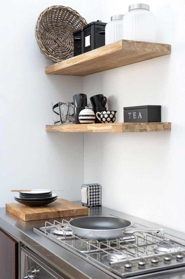 Открытые полки отлично подойдут маленькой кухне