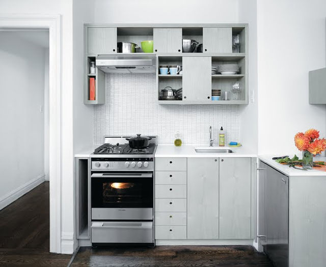 Лаконичная обстановка маленькой кухни