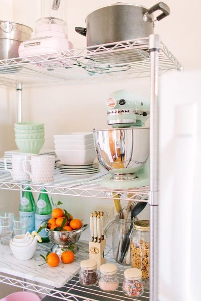Этажерка - удобный и красивый вариант для кухни