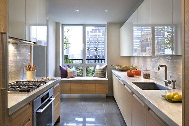 Небольшая банкетка в интерьере кухни