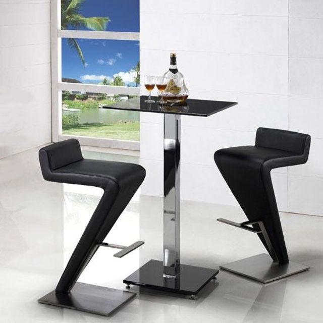 Высокий барный стол в осовремененном стиле