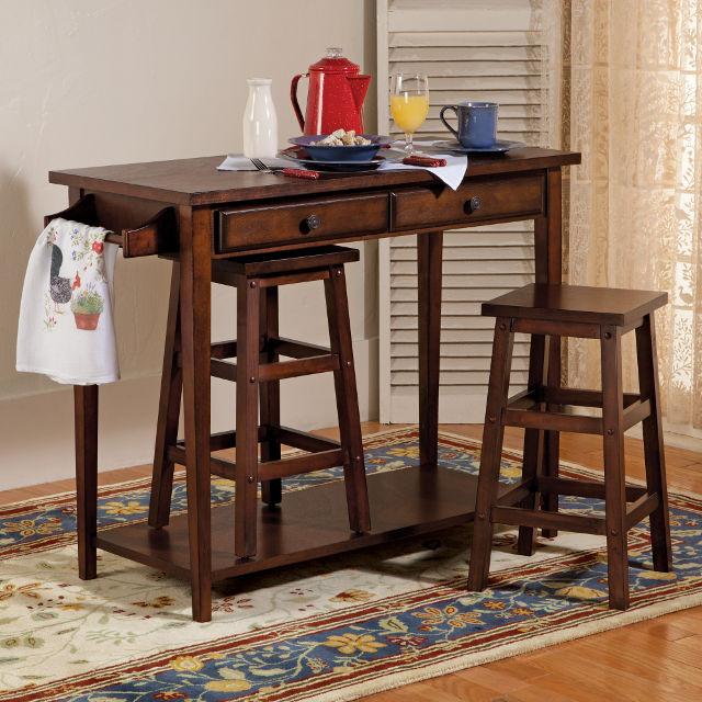 Барный стол из натурального дерева подойдет классической кухне