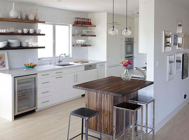 Маленький барный стол на современной кухне
