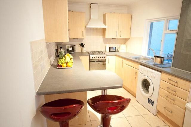 Небольшая узкая кухня