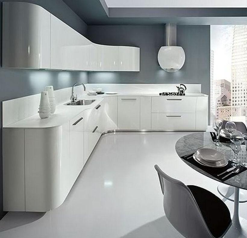 Серо-белая кухня в стиле хай-тек